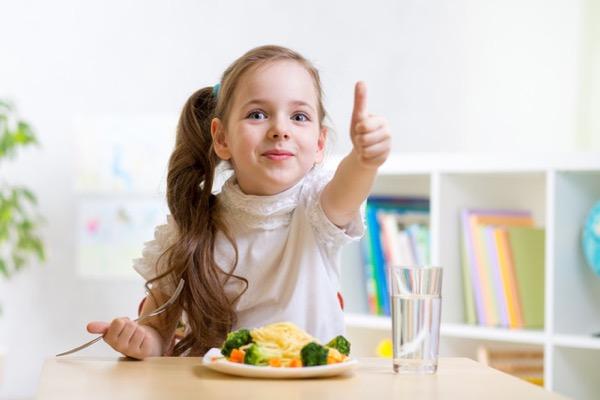 Bé ăn gì tăng cân nhanh và những chế độ dinh dưỡng nhiều nguy hiểm từ cha mẹ